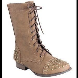 Anna Westy Studded Lace Up Boots Size 9